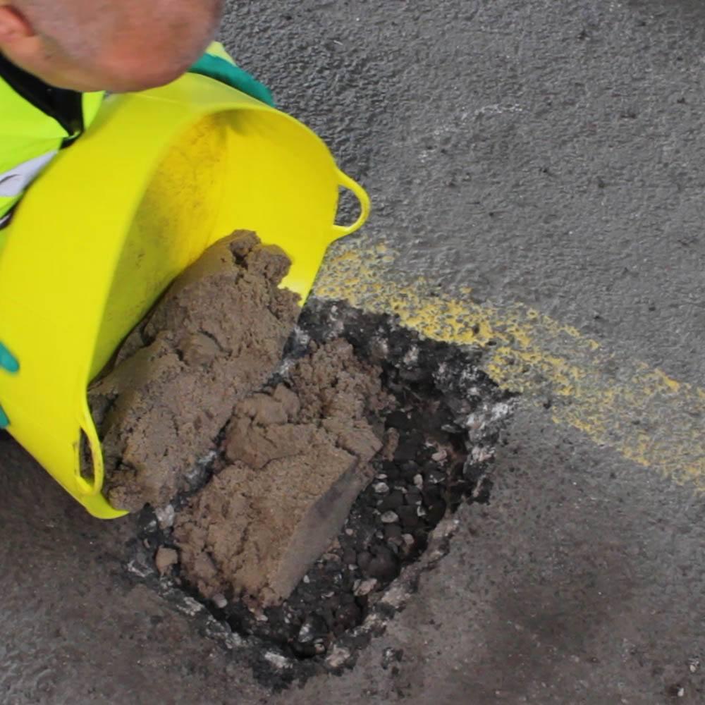 Epoxy Speed Bumps : Rizistal deep fill epoxy resin concrete repair mortar
