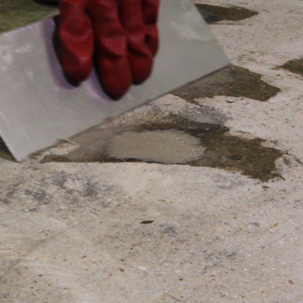 concrete repair Making thin repairs to damaged concrete with proper attention to surface preparation and material selection, durable repairs can be made to worn, scaling or cracked.
