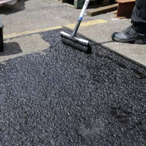 Asphalt-Tarmac-Bitumen-Resin-Paint-Surface-Restorer-b