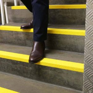 Anti-Slip-Fibre-Glass-Step-Edge-Yellow-tn]