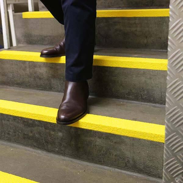 Anti-Slip-Fibre-Glass-Step-Edge-Yellow-tn]