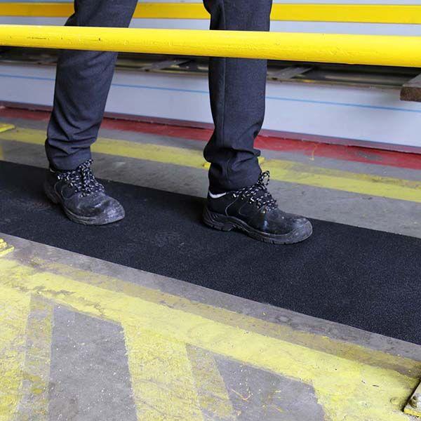 Anti-Slip-Safety-Roll-Tape-tn